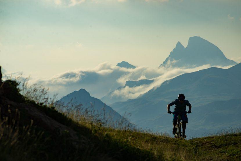 Hut 2 Hut enduro trail Spanish Pyrenees